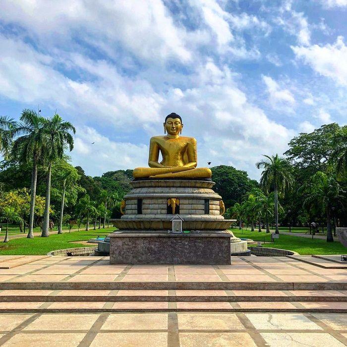 buddha statue of Viharamahadevi park colombo