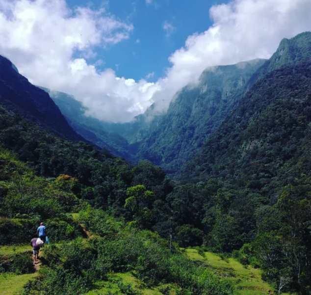 pidurutalagala mountain and mandaram nuwara