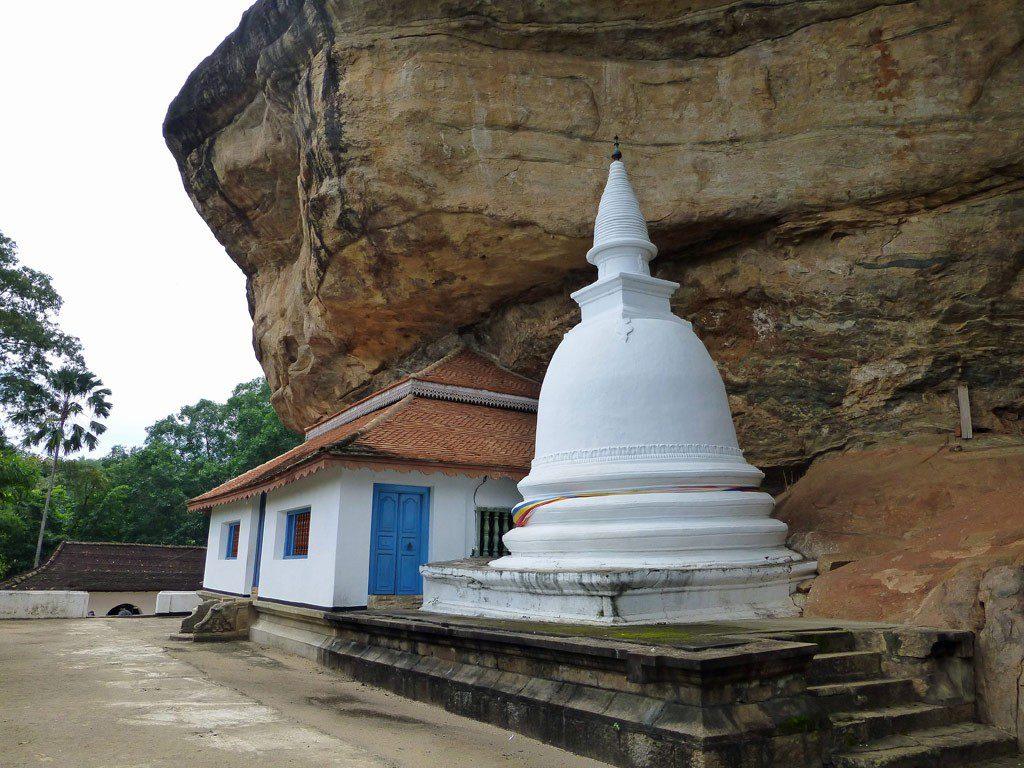 Ridee Viharaya (Silver Temple)