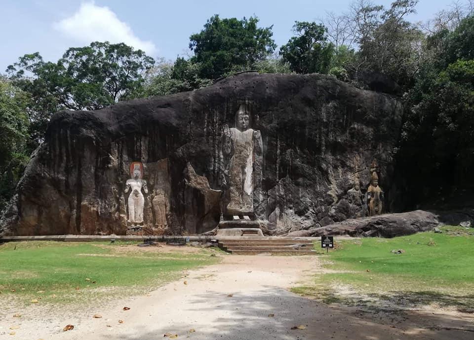 Dowa Rajamaha Viharaya (Dhowa Rock Temple)