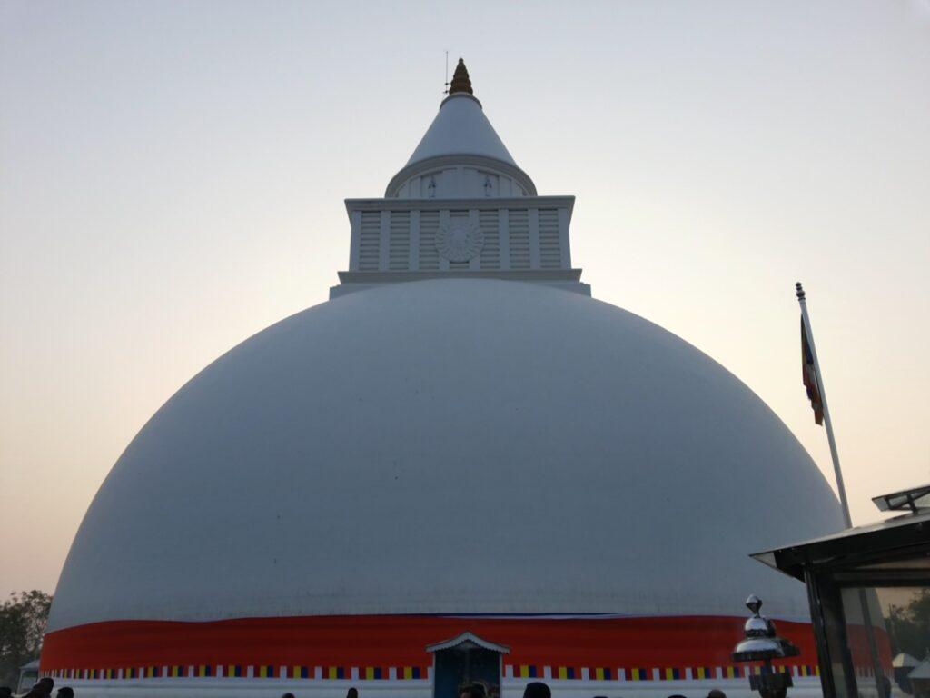 kiriwehera temple kataragama